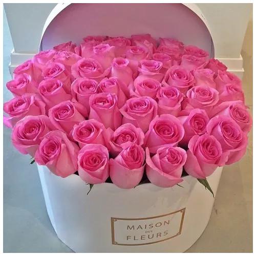 Купить на заказ Заказать Розовые розы в коробке Maison с доставкой по Петропавловску  с доставкой в Петропавловске