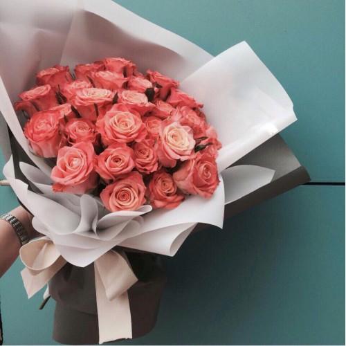 Купить на заказ Заказать Букет из 31 коралловой розы с доставкой по Петропавловску  с доставкой в Петропавловске