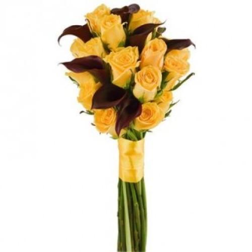 Купить на заказ Букет из желтых роз и темных калл с доставкой в Петропавловске